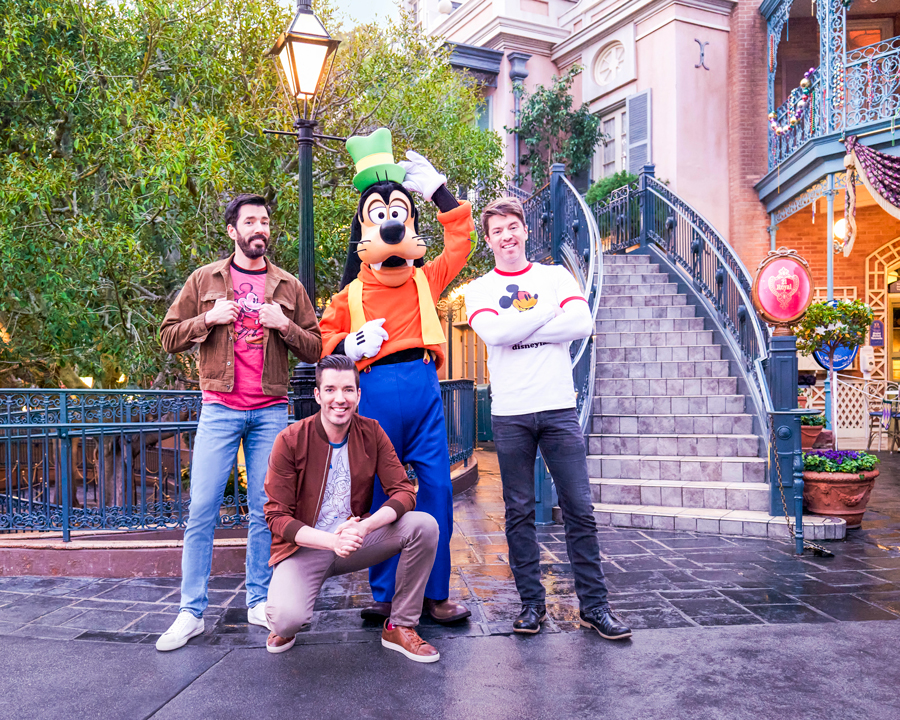 """""""Property Brothers"""" pose with Goofy at Disneyland Park"""